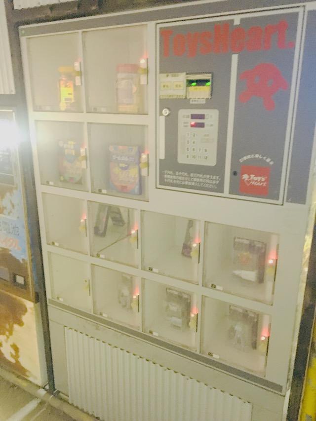 時計・フィギュア自販機写真