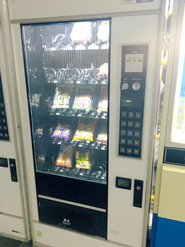 チョコ菓子自販機写真