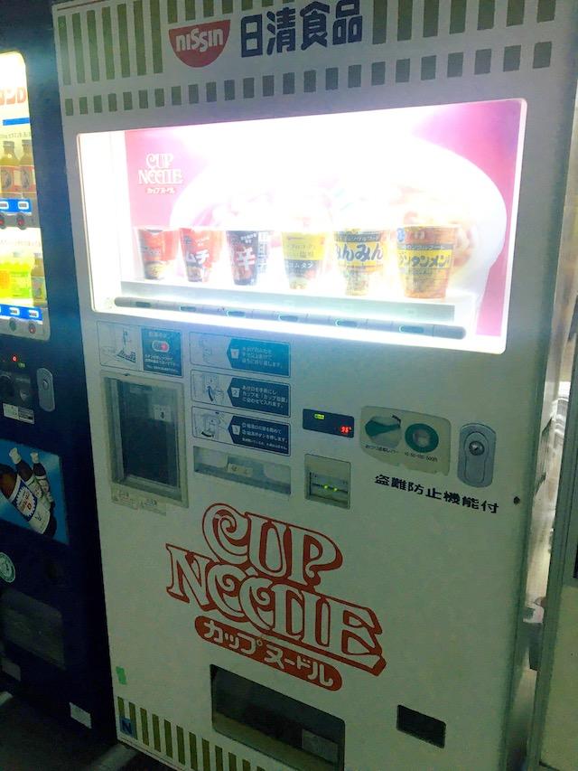 カップ麺自販機写真