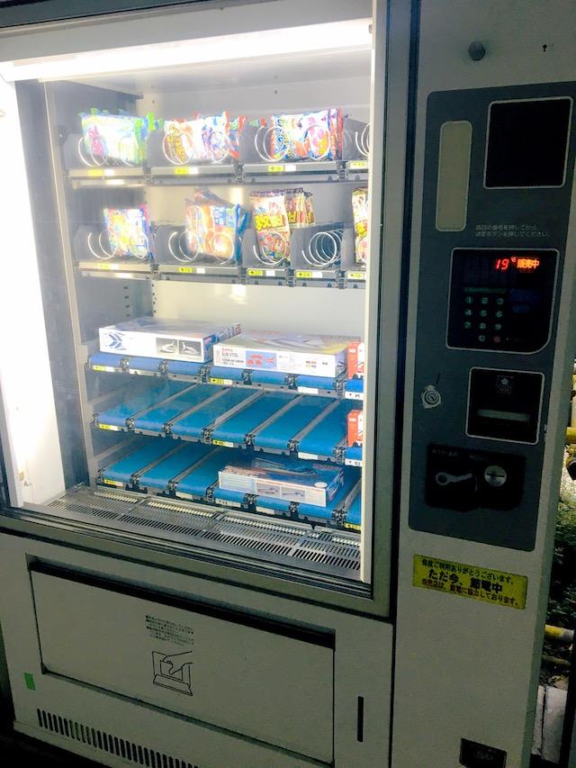 プラモデル・駄菓子自販機写真